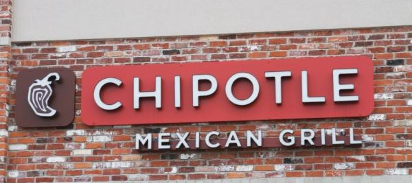 Chipotle first national fast food chain to go GMO-free