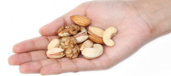 A small handful of nuts a day protects against many diseases