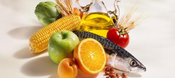 Mediterranean diet, rich in fruit, cuts risk of macular degeneration