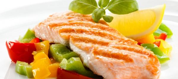 Eating oily fish may help kids avoid nasal allergies