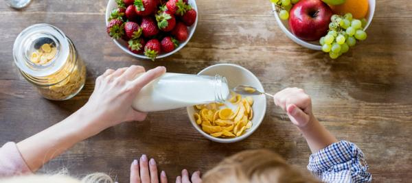 Milk at breakfast lowers blood glucose throughout the day