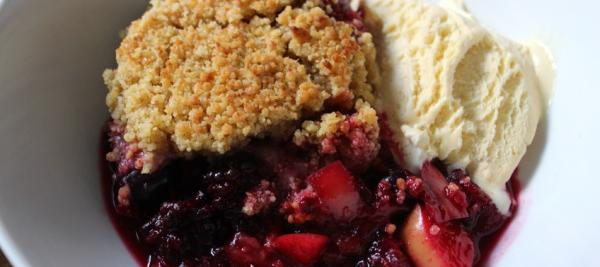 Apple Raspberry Crisp with Maple Oat Topping